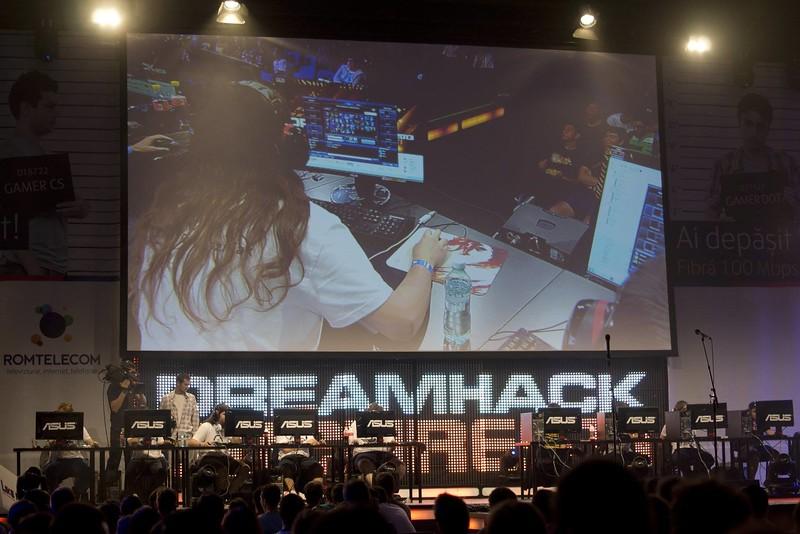 dreamhack-bucharest-2013--day-1_14485308393_o.jpg