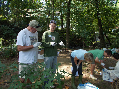 "9.8.12 ""Creek Scene Investigation"" Workshop in Bascom Creek in Elkridge"