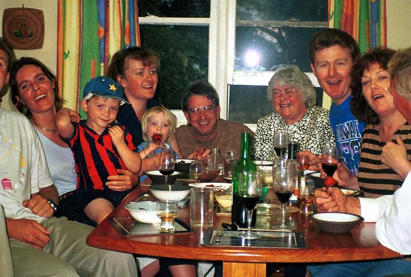 Family kitchen 4.jpg