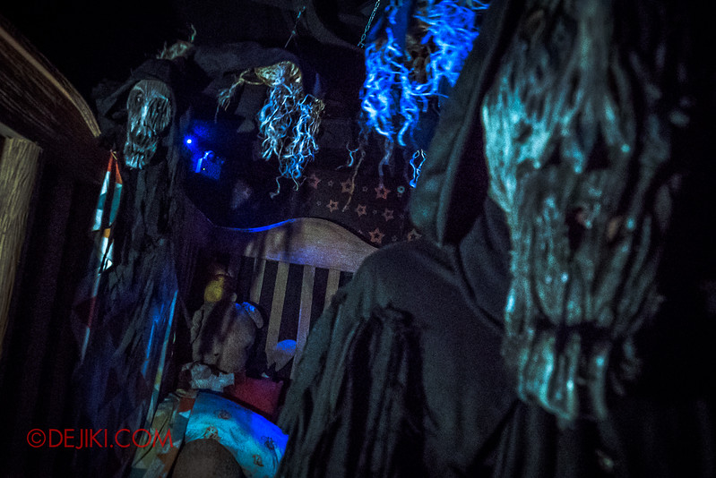 Halloween Horror Nights 7 - INSIDE THE MIND haunted house childhood night terrors
