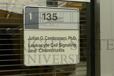 12478 Dr Julian Cambronero in his lab 10-16-13