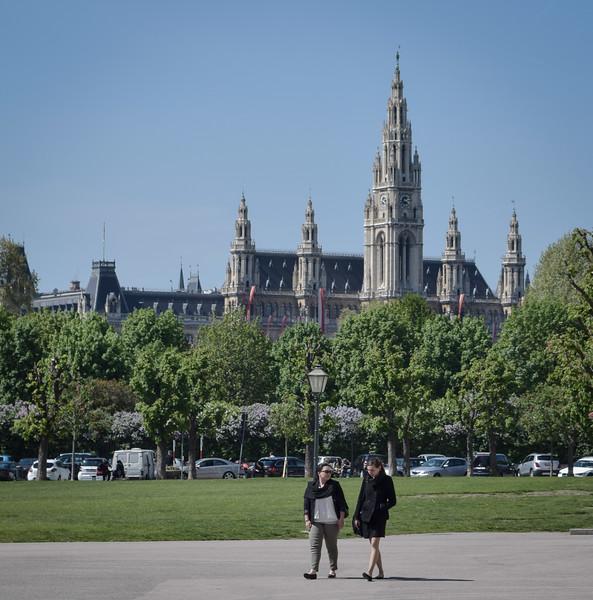 Vienna: Volksgarten and Rathaus (city hall)