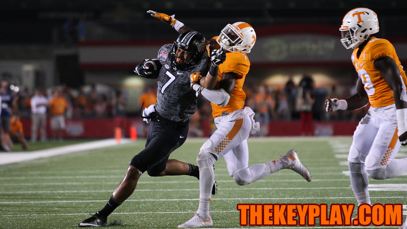 Bucky Hodges (7) fights off UT's Rashaan Gaulden. (Mark Umansky/TheKeyPlay.com)