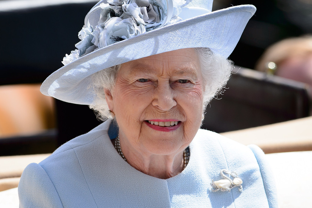 . Britain\'s Queen Elizabeth II arrives into the Parade Ring riding in a carriage on the first day of the Royal Ascot horse racing meet, in Berkshire, west of London, on June 17, 2014. AFP PHOTO / LEON NEAL/AFP/Getty Images