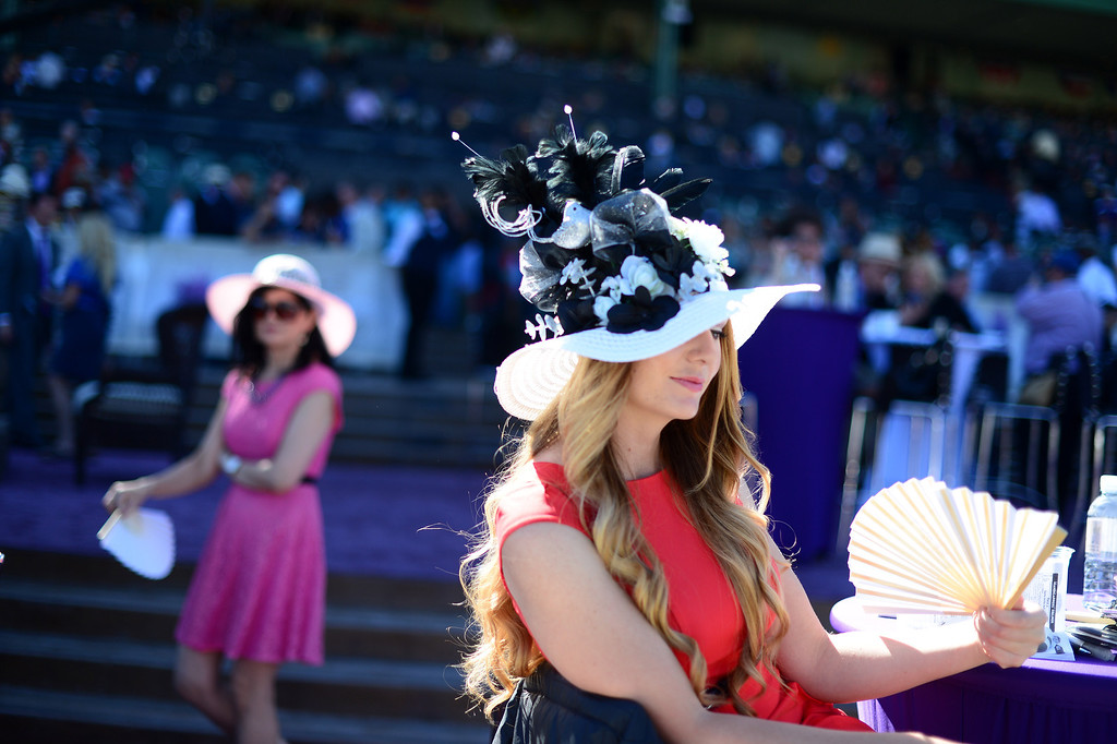 . Renae Cowley fans herself at the Breeders\' Cup at Santa Anita Park in Arcadia Friday, November 1, 2013. (Photo by Sarah Reingewirtz/Pasadena Star-News)