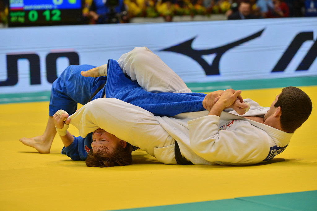 . Georgia\'s Avtandili Tchrikishvili (white) competes with Russia\'s Ivan Nifontov in a men\'s -81kg category semifinal, during the IJF World Judo Championship in Rio de Janeiro, Brazil, on August 29, 2013. YASUYOSHI CHIBA/AFP/Getty Images