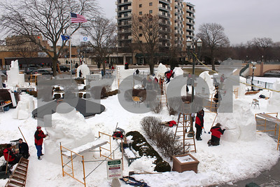 wisconsin-team-works-to-defend-us-snow-sculpting-championship