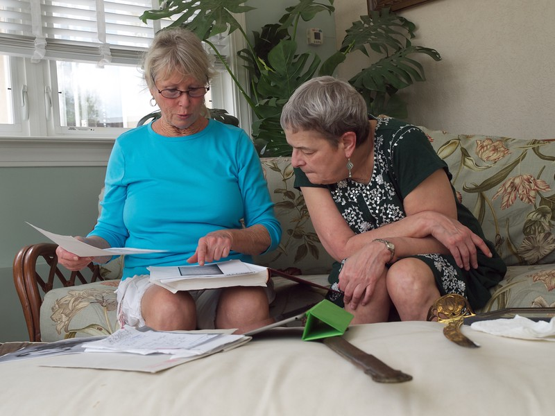 Lesley and Joann investigate William Wallace's genealogy.