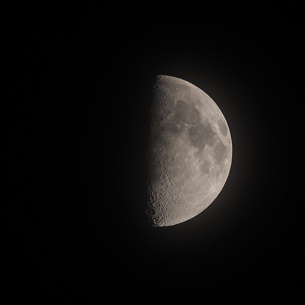 Crescent moon 56% 20th April 2021