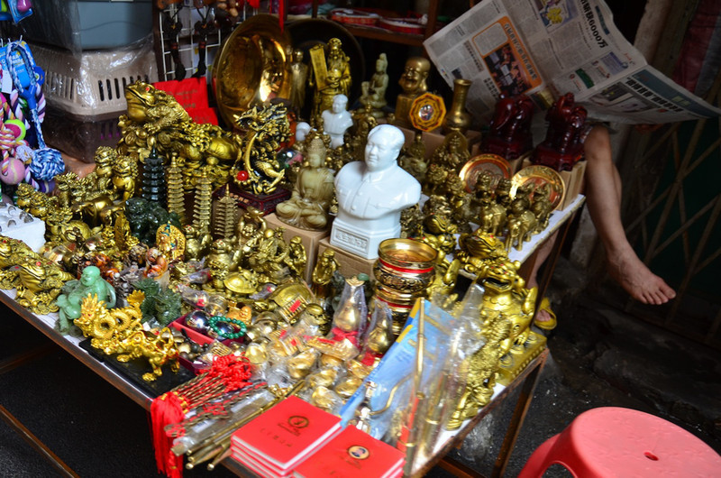 The following photos are small shop stalls around our hotel - specializing in various wares.