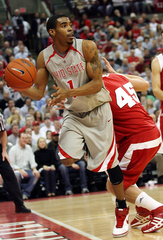 . Ohio State\'s Mike Conley (1) looks to pass as he dribbles past Wisconsin\'s Joe Krabbenhoft (45) during the first half of a basketball game Sunday, Feb. 25, 2007, in Columbus, Ohio. (AP Photo/Terry Gilliam)