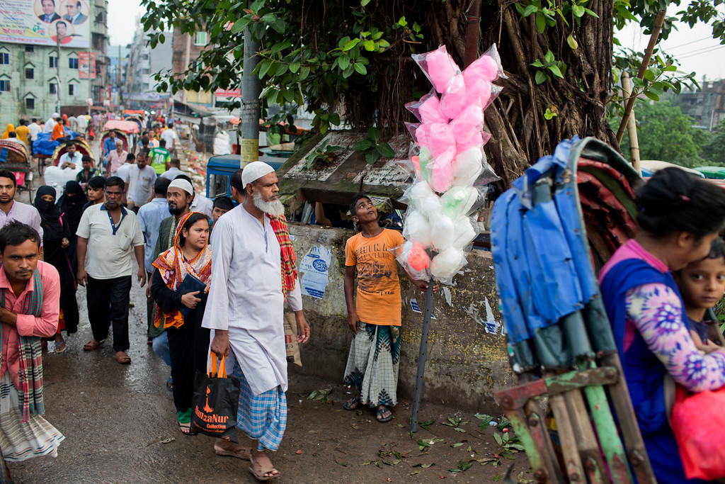 ". A Bangladeshi street vendor stands with candy floss wrapped with plastic bags in Dhaka, Bangladesh, Monday, June 4, 2018. The theme for this year\'s World Environment Day, marked on June 5, is ""Beat Plastic Pollution.\"" (AP Photo/A.M. Ahad)"
