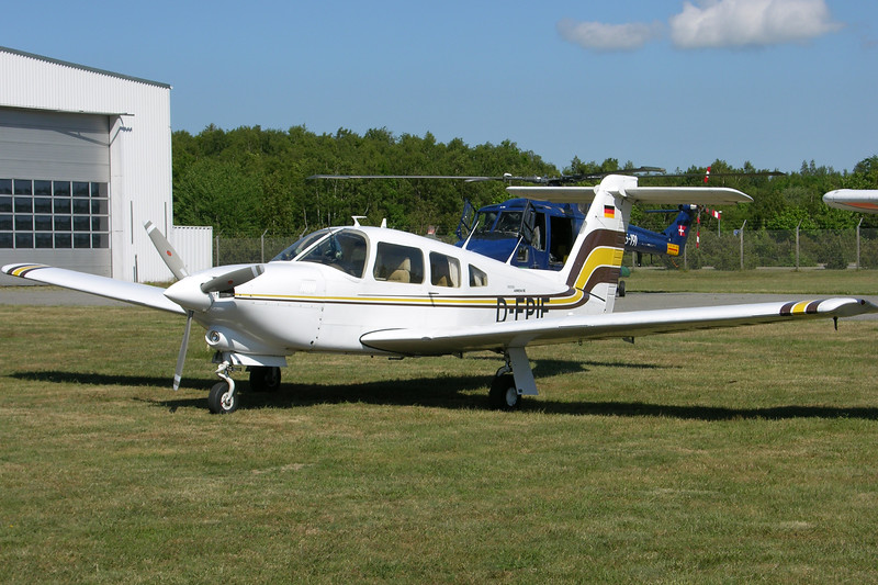 D-EPIE-PiperPA-28RT-201TTurboArrowIV-Private-EKRN-2005-06-18-DSCN2271-KBVPCollection.JPG