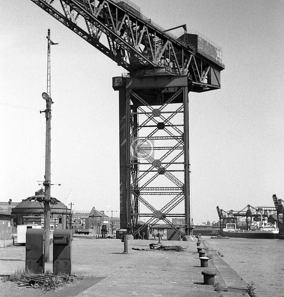 Finnieston Crane.  June 1975