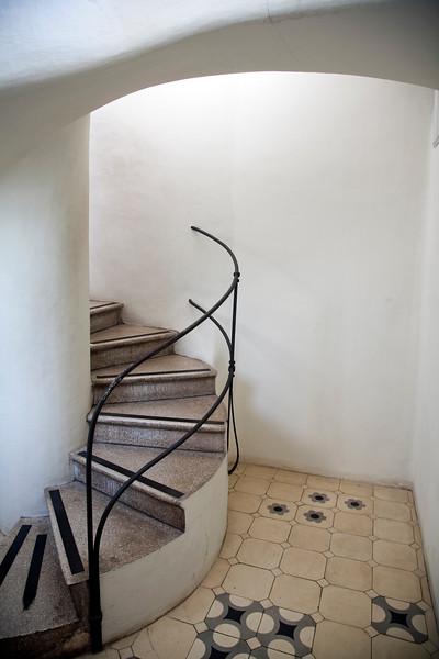 Escalera de acceso a la azotea, Casa Batlló, obra de Gaudí, paseo de Gracia, Barcelona