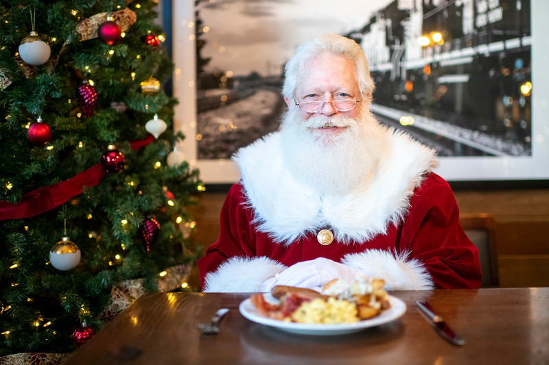 Avalon_BreakfastWithSanta_2019_9801.jpg