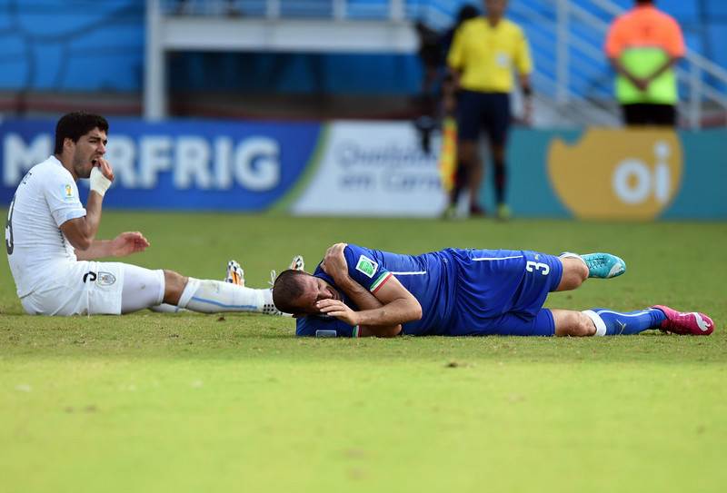 . Uruguay\'s forward Luis Suarez (L) reacts past Italy\'s defender Giorgio Chiellini during a Group D football match between Italy and Uruguay at the Dunas Arena in Natal during the 2014 FIFA World Cup on June 24, 2014.   JAVIER SORIANO/AFP/Getty Images