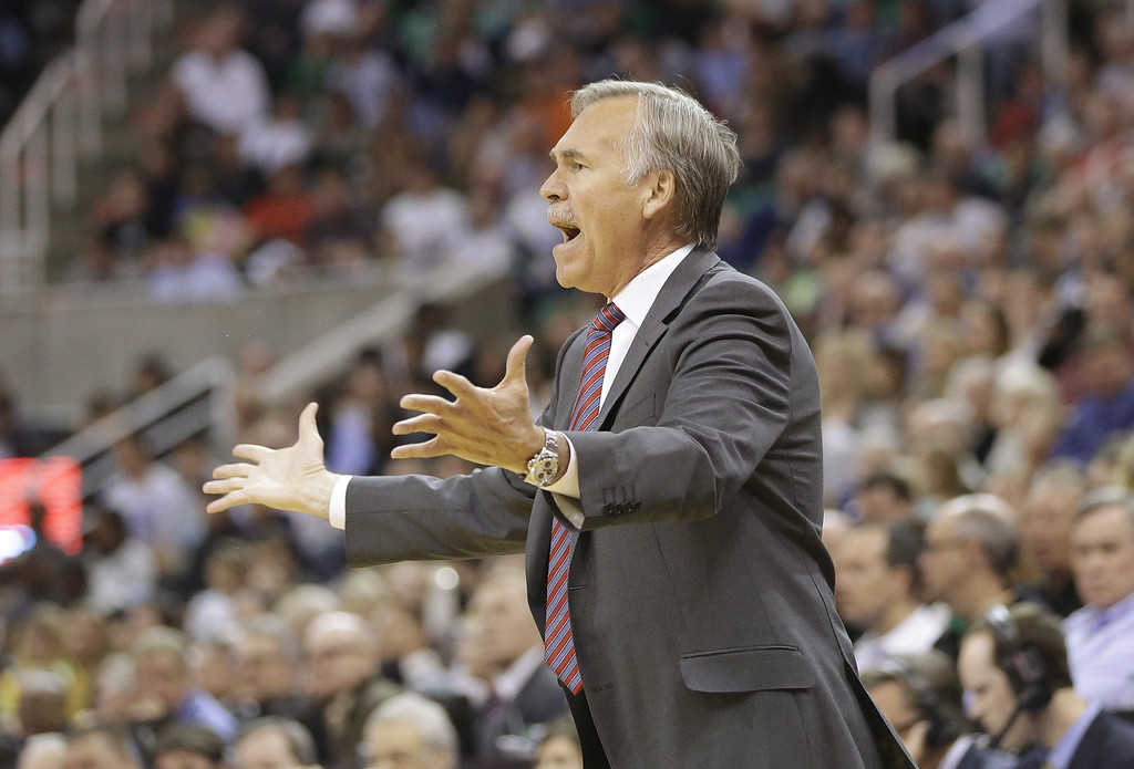 . Los Angeles Lakers head coach Mike D\'Antoni reacts to a call in the second half during an NBA basketball game against the Utah Jazz Monday, April 14, 2014, in Salt Lake City, Utah. (AP Photo/Rick Bowmer)