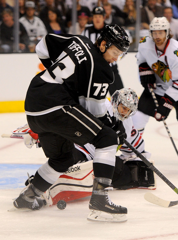 . The Kings\' Tyler Toffoli can\'t find the puck in front of Blackhawks goalie Corey Crawford during game six of the Western Conference Finals, Friday, May 30, 2014, at Staples Center. (Photo by Michael Owen Baker/Los Angeles Daily News)