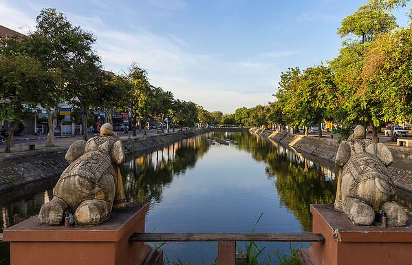 chiang-mai-moat-stefan-fussan-flickr1.jpg