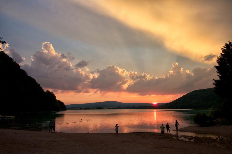 sunset lac de chalain.jpg