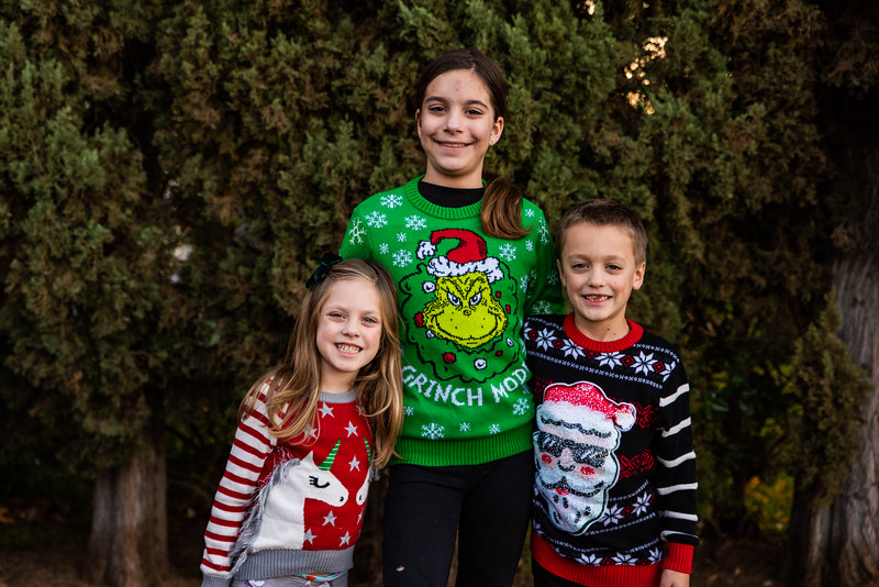 Christmas Sweater Cousins 2020-6704.jpg