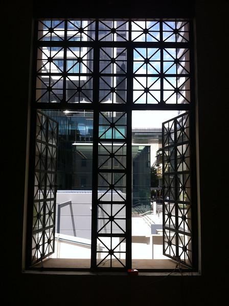 window L1SQ.JPG