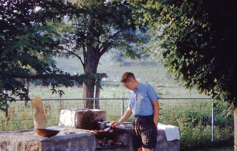 1960 - Bob Banner frying Hamburger.jpg
