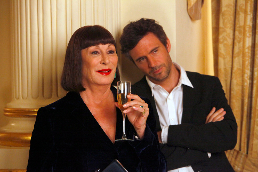 """. SMASH -- \""""The Fallout\"""" Episode 202 -- Pictured: (l-r) Anjelica Huston as Eileen Rand, Jack Davenport as Derek Wills -- (Photo by: Will Hart/NBC)"""