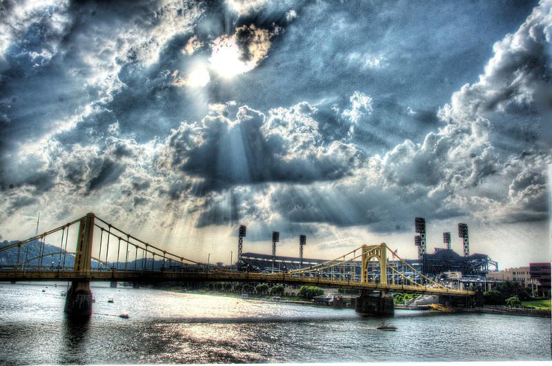PittsburgRiverBridgeCloudSuntDSC_9993_4_5.jpg