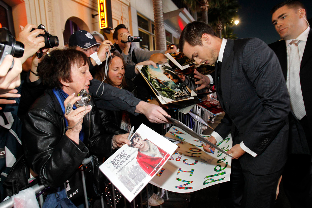 """. Cast member Nicholas Hoult signs autographs at the premiere of \""""Jack the Giant Slayer\"""" in Hollywood, California February 26, 2013. The movie opens in the U.S. on March 1.  REUTERS/Mario Anzuoni"""