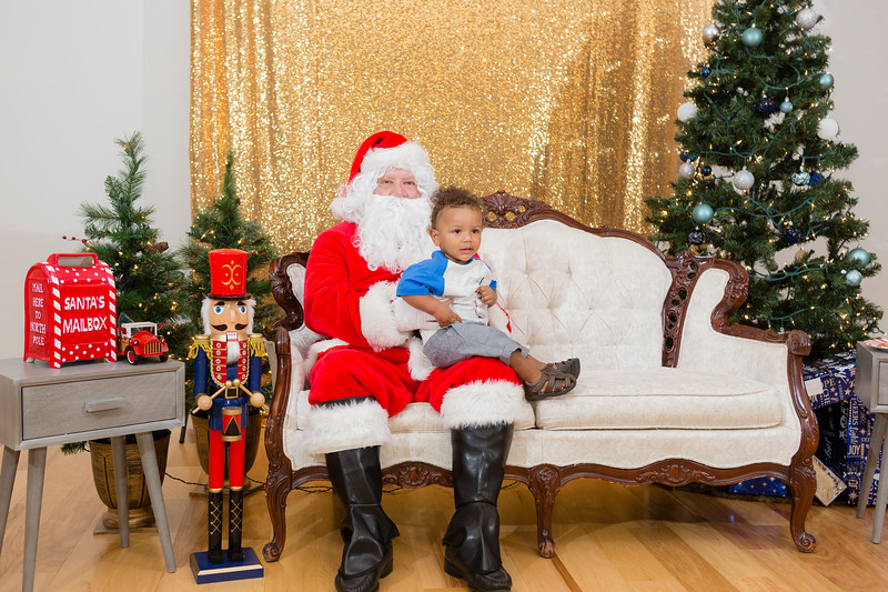 FADS Picture with Santa-256.jpg