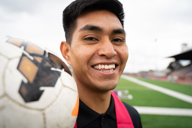 1905_15_efrain_senior_pictures-03688.jpg