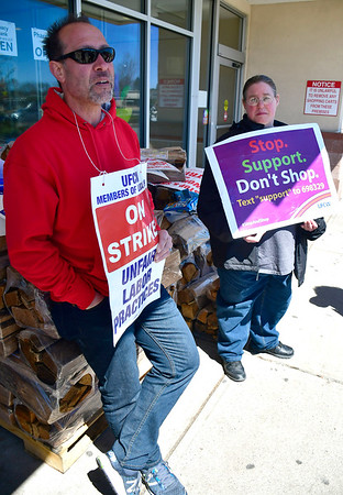 4/16/2019 Mike Orazzi | Staff Stop & Shop workers, left to right: Tony Cistulli and Alicia Miller while on strike at the Farmington Avenue location in Bristol Tuesday.