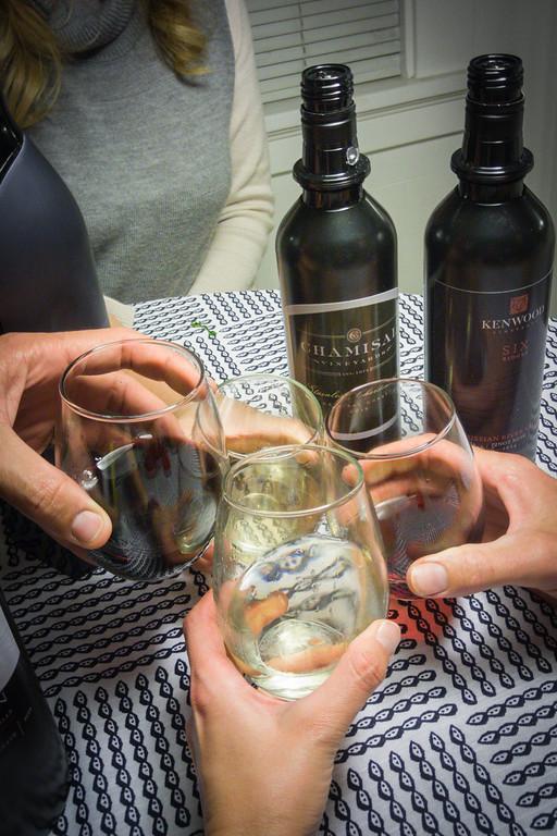 为库维葡萄酒体系干杯!