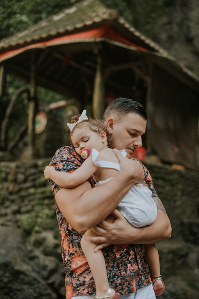 VTV_family_photoshoot_with_waterfall_Bali (96).jpg