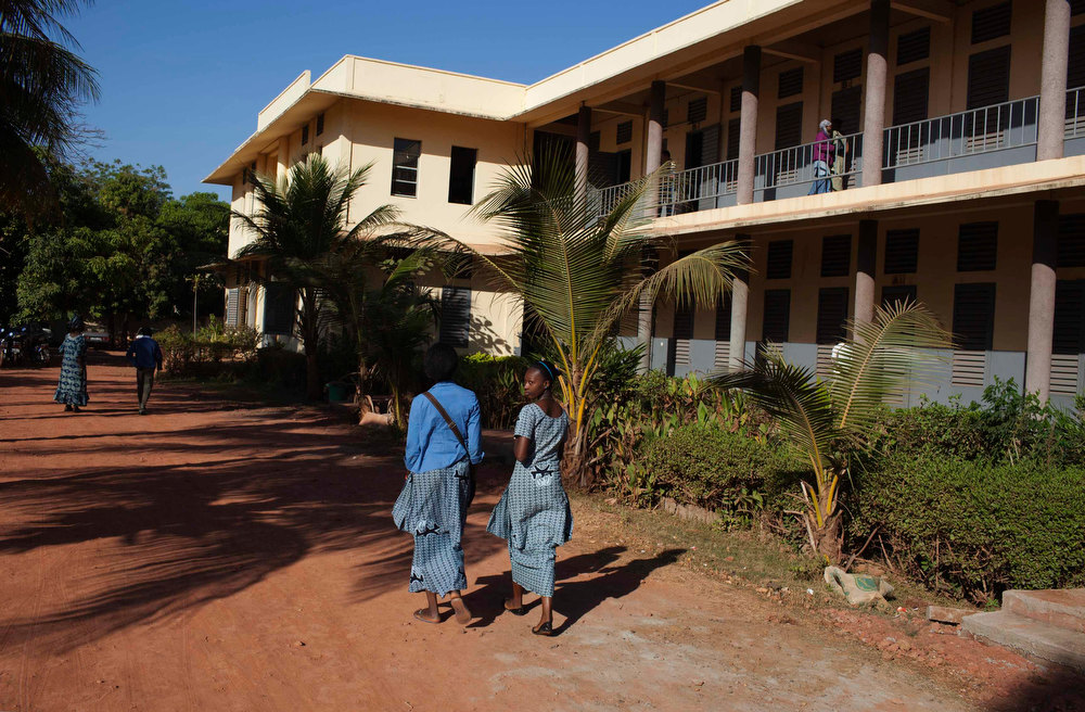 Description of . Girls walk to class at a secondary school in the Malian capital Bamako, January 14, 2013. The Malian government had shut public schools in Bamako and the military garrison town of Kati on January 9 due to growing insecurity, but a French-backed military offensive against Islamists in the north of the country has renewed confidence in the security of the cities. REUTERS/Joe Penney