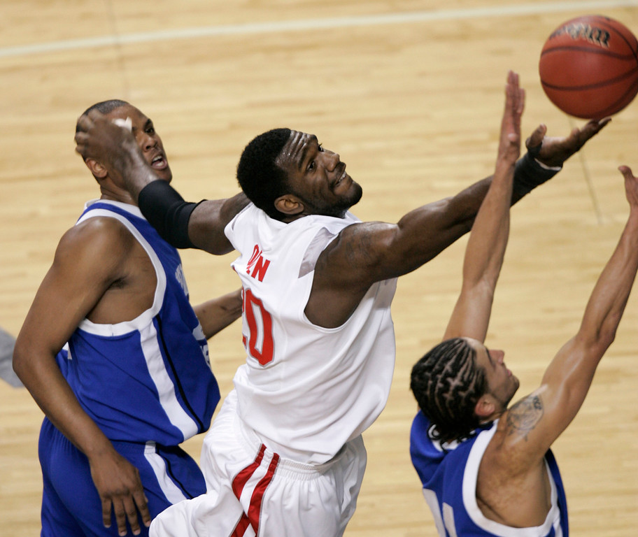 . Ohio State center  Greg Oden, center, gets a bucket between Central Connecticut\'s Jemino Sobers, left, and Javier Mojica during the first half of a first-round basketball game in the South Regional of the NCAA Tournament in Lexington, Ky., Thursday, March 15, 2007.  (AP Photo/James Crisp)