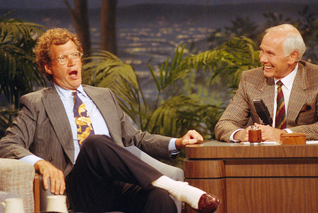 ". Talk show host David Letterman, left, gestures while talking with Johnny Carson during a taping of the ""Tonight Show\"" at the NBC studio in Burbank, Calif., Aug 30, 1991.  Letterman\'s presence on the \""Tonight Show\"" was his first appearance since Carson announced his retirement next year. Letterman and Jay Leno, who is Carson\'s regular guest host and was named as his replacement, were in contention for the job. (AP Photo/Bob Galbraith)"