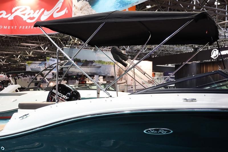 2020-SPX-190-Outboard-Europe-bimini-1.jpg