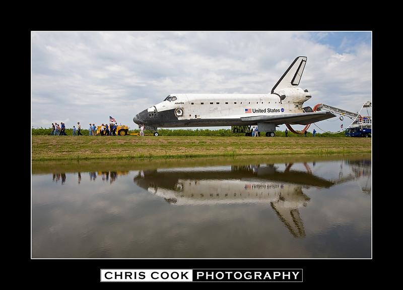 STS-135-landing-14.jpg