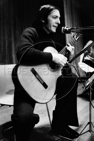 Daniel Viglietti uruguayan singer