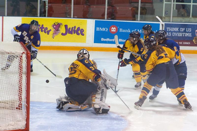 20130310 QWHockeyvsUBC 614.jpg