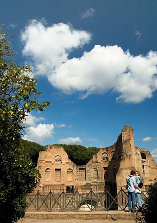 Kissing in Palatino, Rome