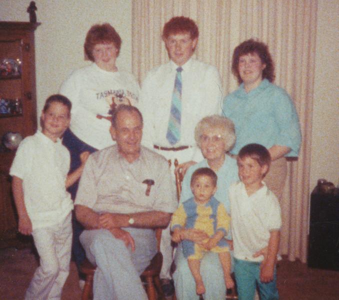 Ellis & Eileen with Grandchildren 1989.jpg