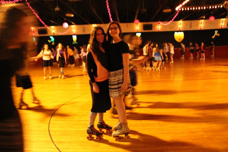 kars4kids_thezone_camp_GirlDivsion_trips_RollerSkating (7).JPG