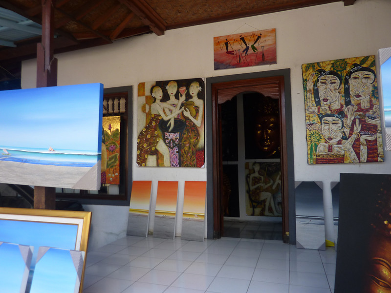Another time, we walk toward the center. First a brief stop at a small Gallery.  There are several dozens of galleries in Ubud.