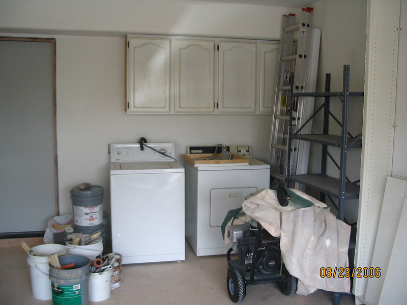 The washer and dryer are just waiting for their new home.