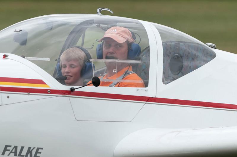 Er durfte sogar mit einem Motorsegler mitfliegen.