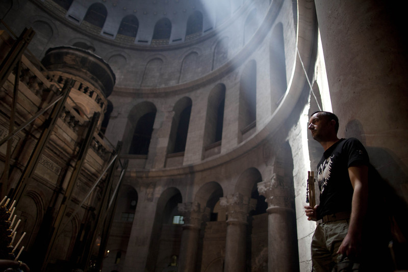 . An Orthodox Christian pilgrim holds a wooden cross as he stands in the Church of the Holy Sepulchre on April 18, 2014 in Jerusalem\'s old city, Israel.Thousands of Christian pilgrims from around the world have flocked to the Holy City to mark Good Friday and pray along the traditional route Jesus Christ took to his crucifixion, leading up to his resurrection on Easter.  (Photo by Lior Mizrahi/Getty Images)